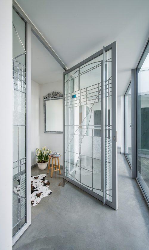 Glas in lood raam in hal.