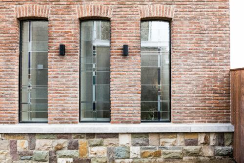 """Moderne verbouwing van klassieke woning met glas-in-lood: """"Zo mooi als in een museum"""""""